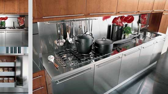 Металлический фартук на кухне фото