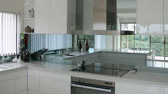 Фартук на кухне из стекла своими руками видео