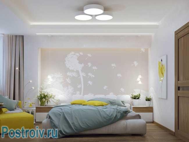 Дизайн спальни с комбинированными обоями