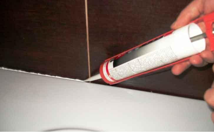 стык между ванной и стеной