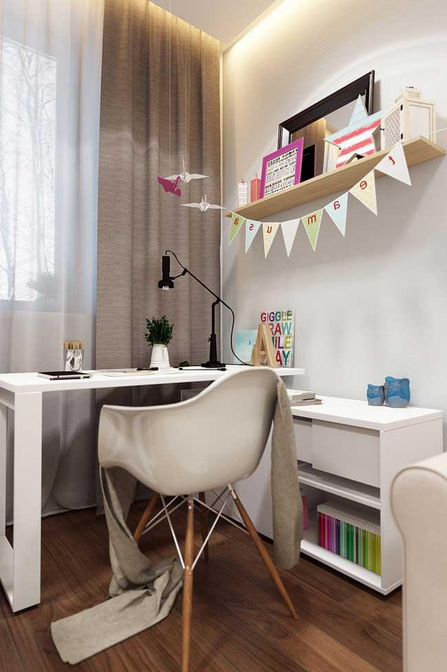Дизайн рабочей зоны в комнате для двух девочек