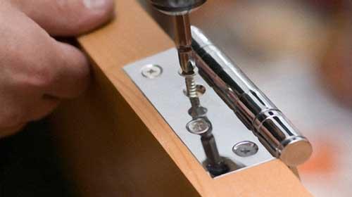 Особенности установки петель на дверь форто