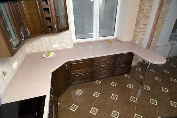 Использование пространства под подоконником на кухне