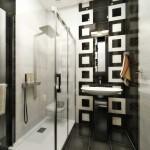 Дизайн черно-белой ванной с душевой кабиной. Фото 3