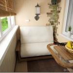 Маленький диванчик на балконе