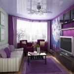 Фиолетовые стены в зале. Фото
