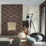 Комбинирование коричневых обоев с белыми в зале. Фото