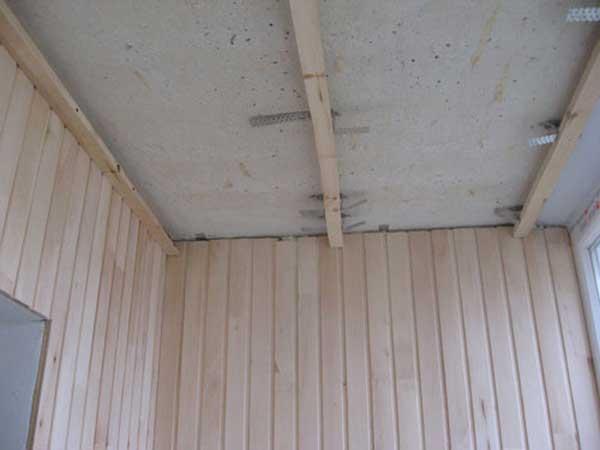 Деревянная обрешетка для сайдинга пластикового на балкон..