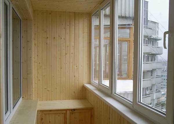 Обшивка балкона и лоджии вагонкой