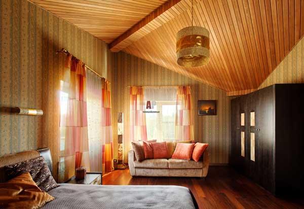 Деревянная вагонка на потолке