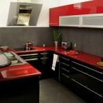Фото угловой черно-красной кухни