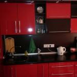 Эконом вариант красно-черной кухни. Фото 10