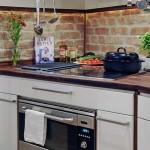 Кухонный фартук из кирпича. Фото