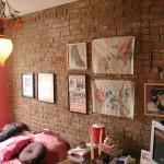 Отделка стены кирпичом. Фото