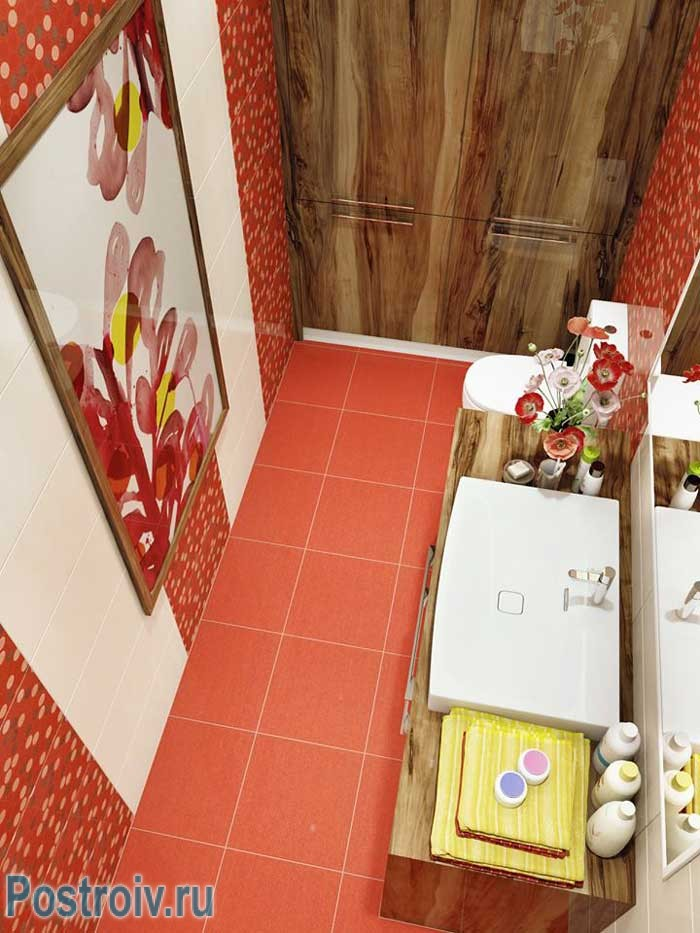 Морковно-красный цвет в ванной. Фото