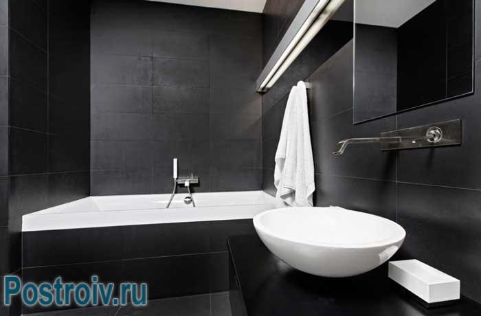 Темная матовая плитка в интерьере ванной стиль минимализм