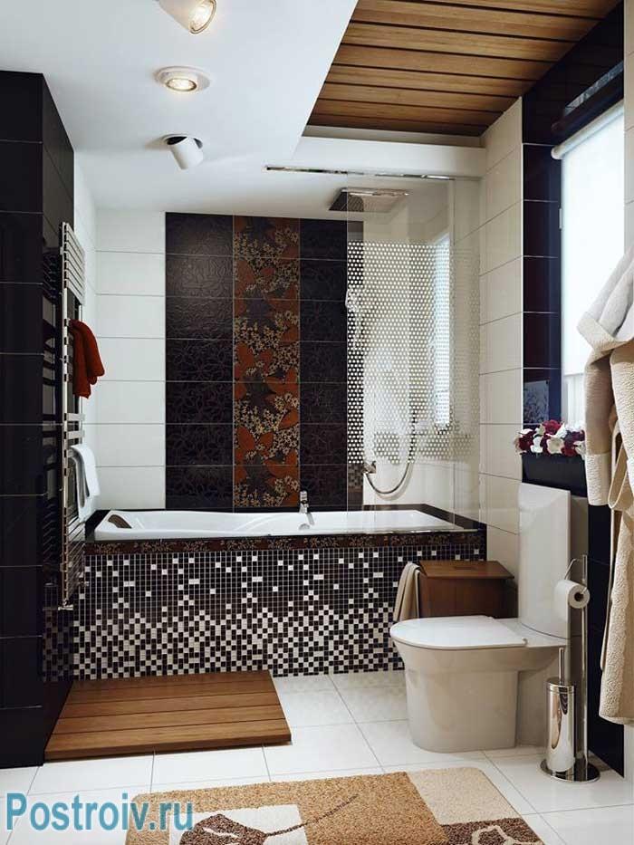 Обратите внимание на дизайн потолка в ванной комнате