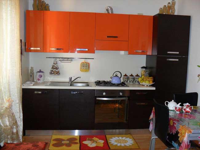 Кухня оранжевая с венге