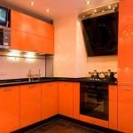 Угловая оранжевая кухня венге. Фото 11