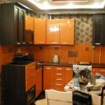 Красивая идея дизайна кухни венге с оранжевым. Фото 9