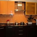 Кухня цвета венге и оранжевого. Фото 8