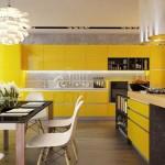 Угловая современная кухня в желтом цвете. Фото 25