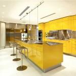 Интересный вариант кухни в желтом цвете. Фото 20