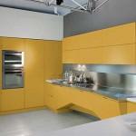 Интересный вариант кухни в желтом цвете. Фото 18