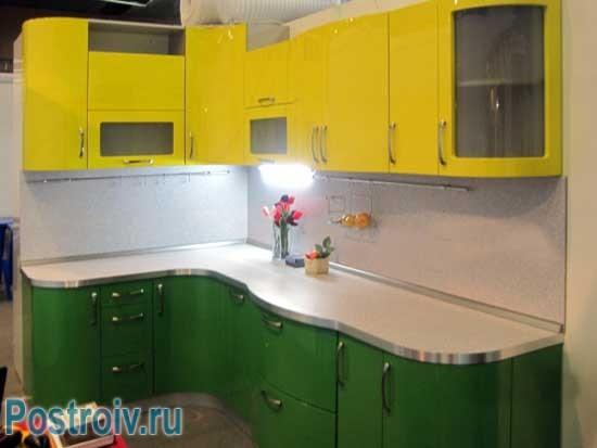 Сочетание желтого и зеленого цвета на кухне. Фото  7