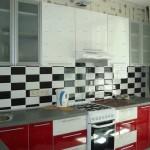 Фото интерьера кухни 6 кв.м. с газовой колонкой