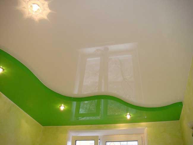 зеленый натяжной потолок в спальне фото