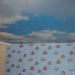 Натяжной потолок облака парящий в детской спальне
