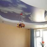 Дизайн детской с натяжным потолком облака