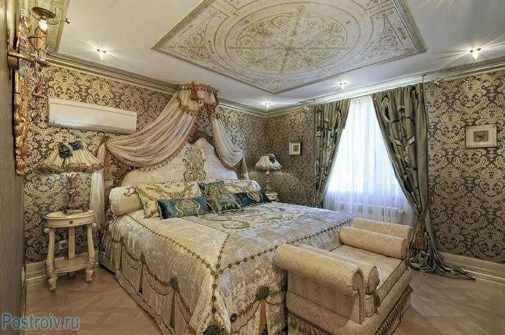 Klassische Tapete Im Schlafzimmer. Foto