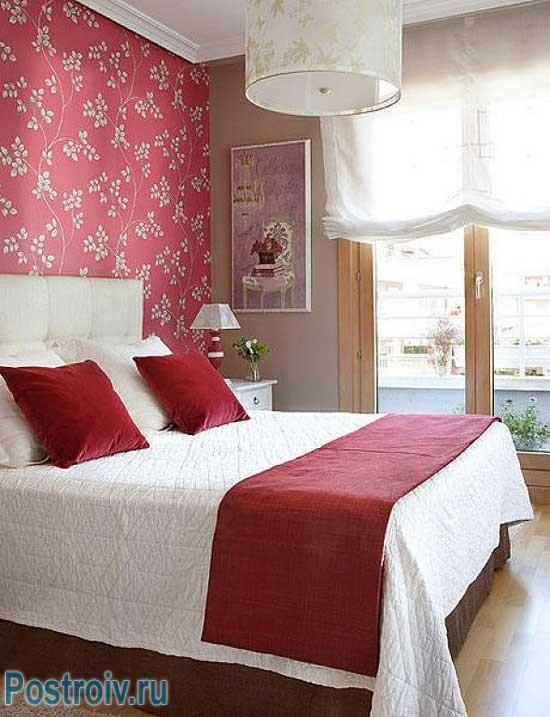 Скандинавский вид оклеивания обоев в спальне. Акцентирование стены
