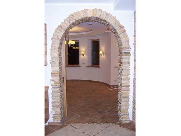 Декор арок камнем фото