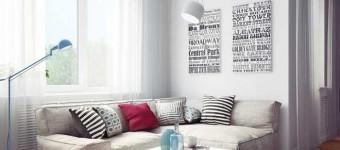 Угловой светлый диван в гостиной в скандинавском стиле. Фото