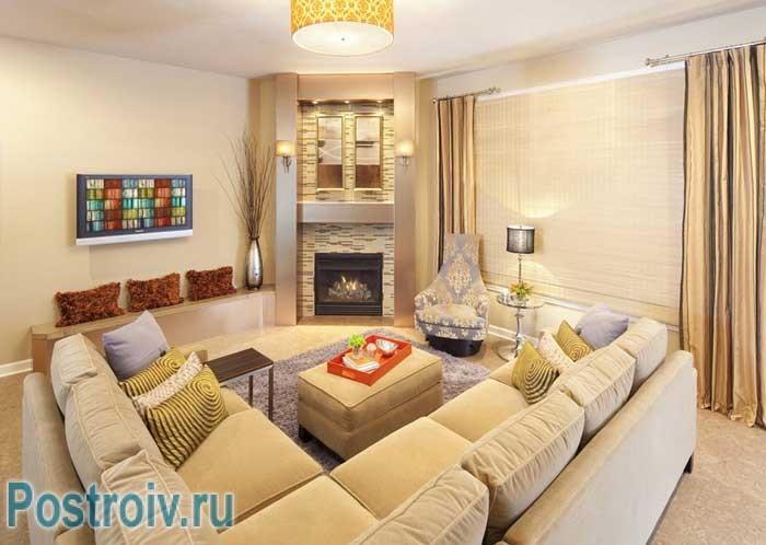 Большой угловой диван для красивой гостиной