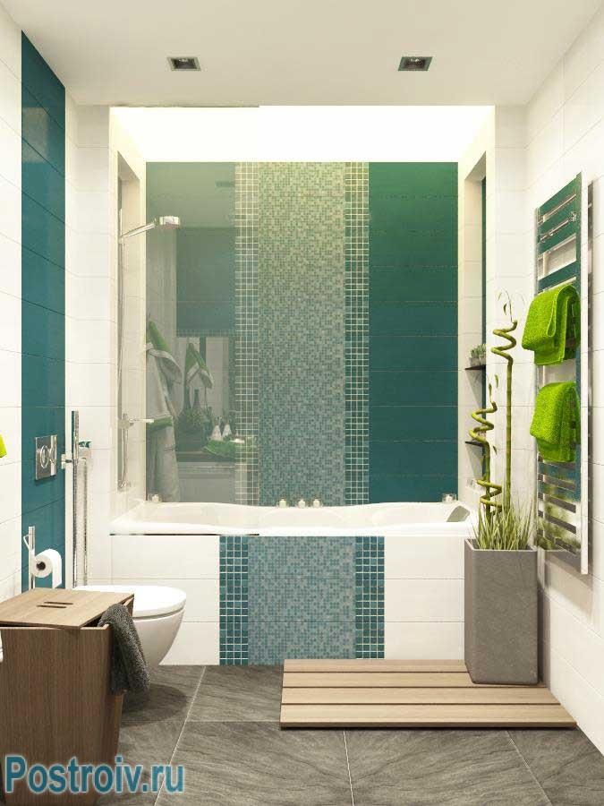 Большое зеркало в маленькой ванной расширяет пространство