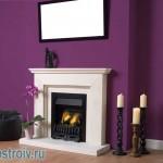 Фиолетовый цвет над камином. Фото