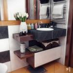 Дизайн ванной комнаты с оранжевым полом. Фото