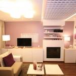 Интерьер лиловой гостиной-спальни. Фото