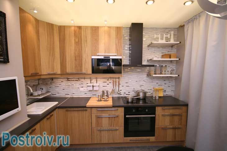 Угловая кухня универсальный вариант. Зонирование рабочей зоны - Фото