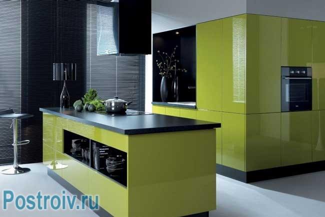 Кухня черно-зеленого цвета. Фото