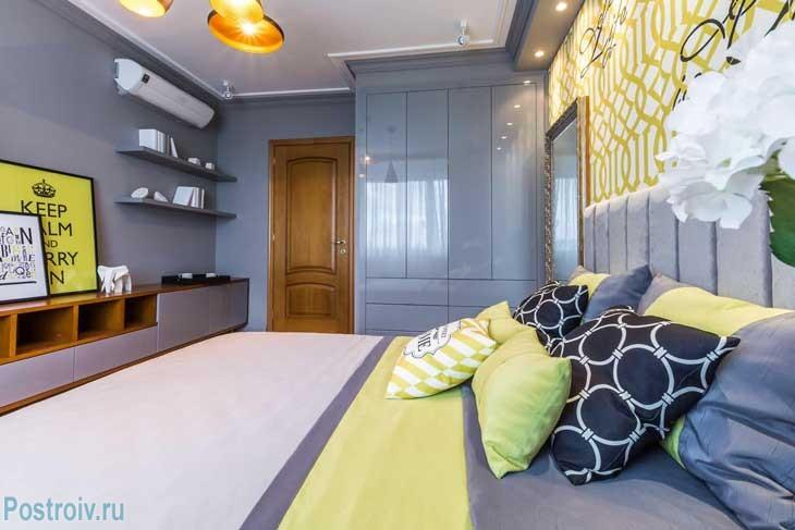 Серые оттенки в спальне хорошо выглядят. Спальня для активной девушки получилась в современном стиле - Фото