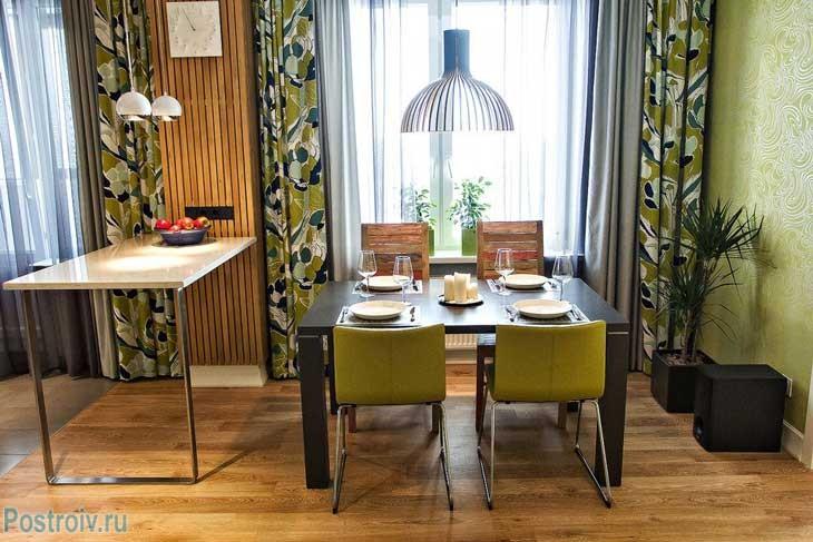 Зона столовой на кухне двухкомнатной квартиры 65 кв. м. Фото