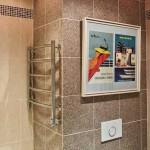 Картина в ванной комнате. Фото
