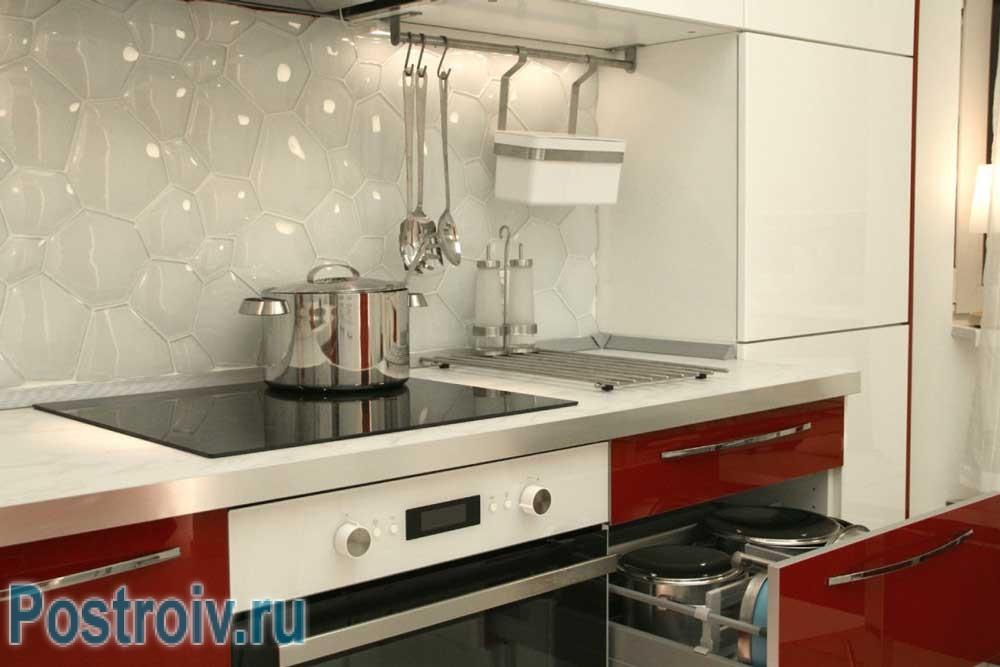 Кухонный фартук из прозрачной плитки мозаики в виде пузырьков