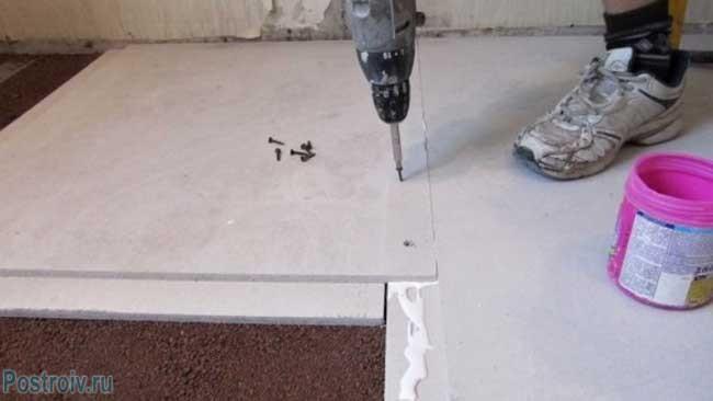 Укладываем листовой материал. Сухая стяжка пола. Фото