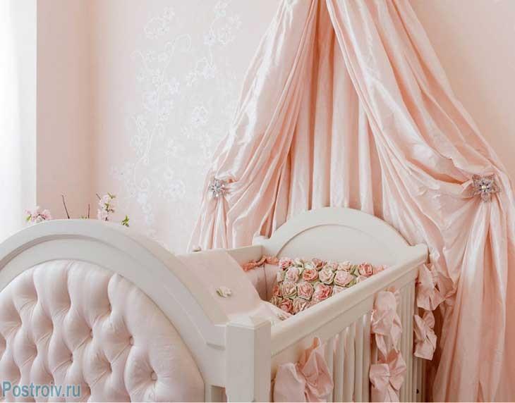 Балдахин над кроватью грудничка. Фото
